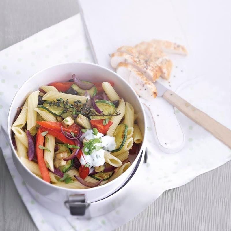Foto van Pastasalade met ovengroenten en kipfilet door WW