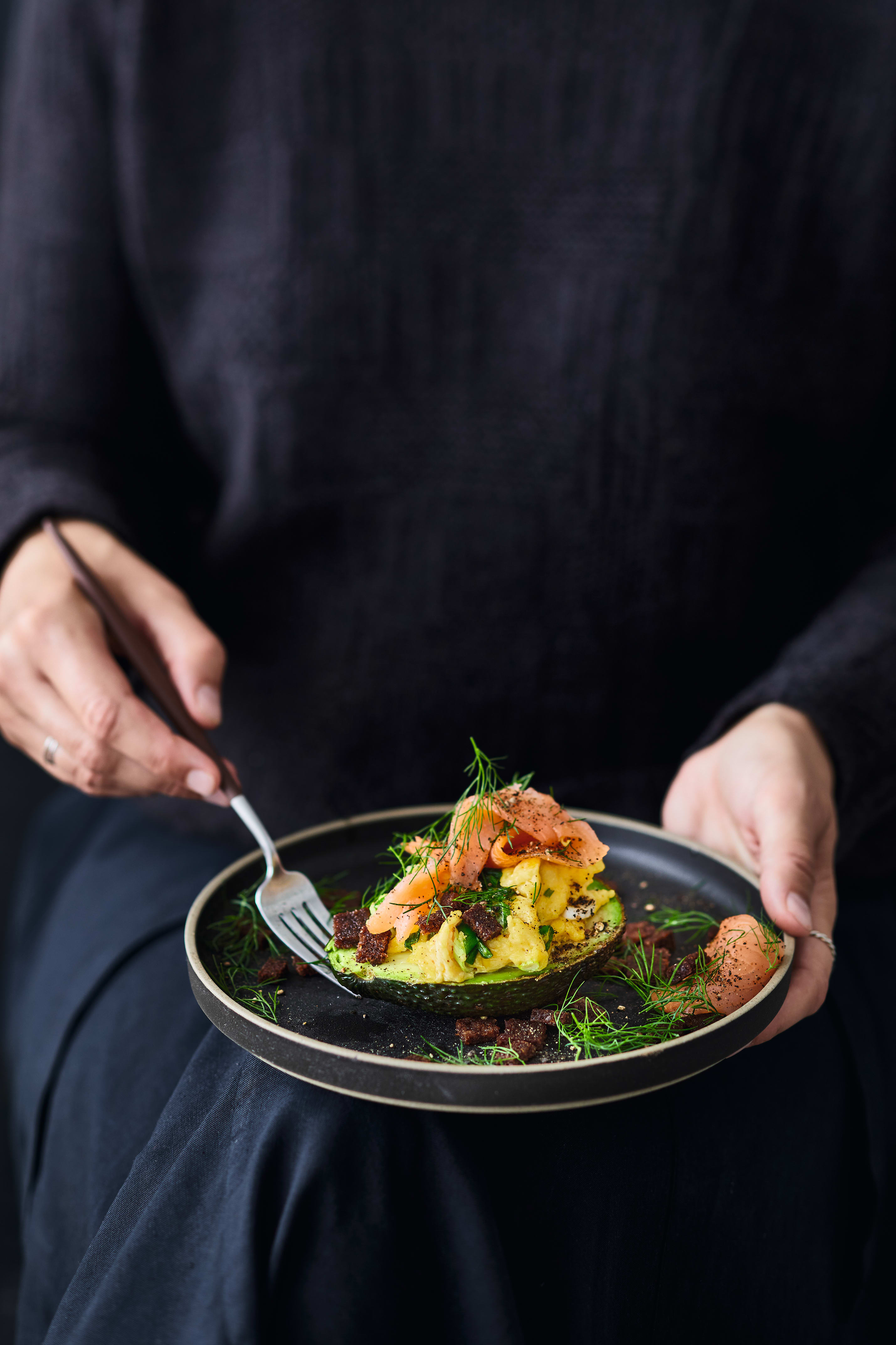 Foto van Avocado met roerei en zalm door WW