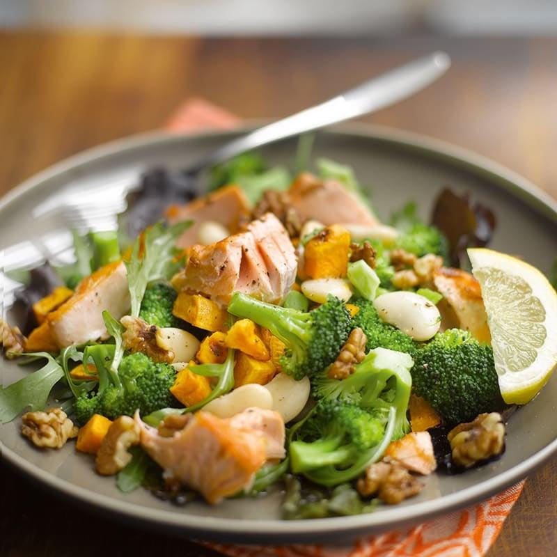 Foto van Kleurrijke salade met zalm door WW