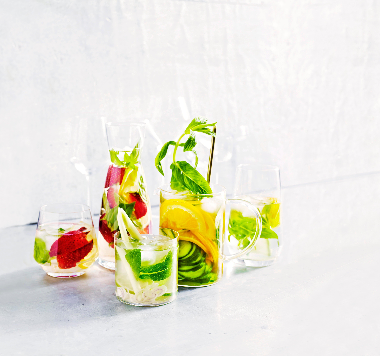 Foto van Water met aardbei, basilicum & citroen door WW