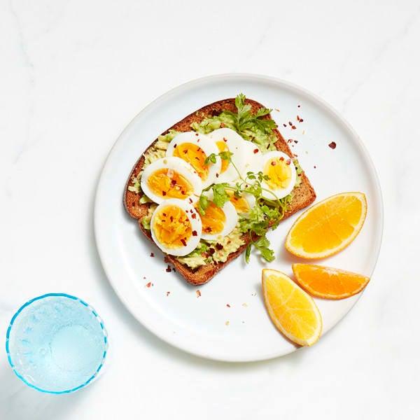 Foto van Toast met avocado en ei door WW