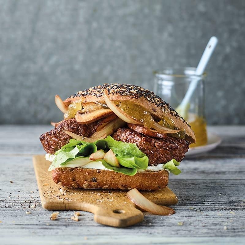Foto van Franse hamburger met geitenkaas door WW