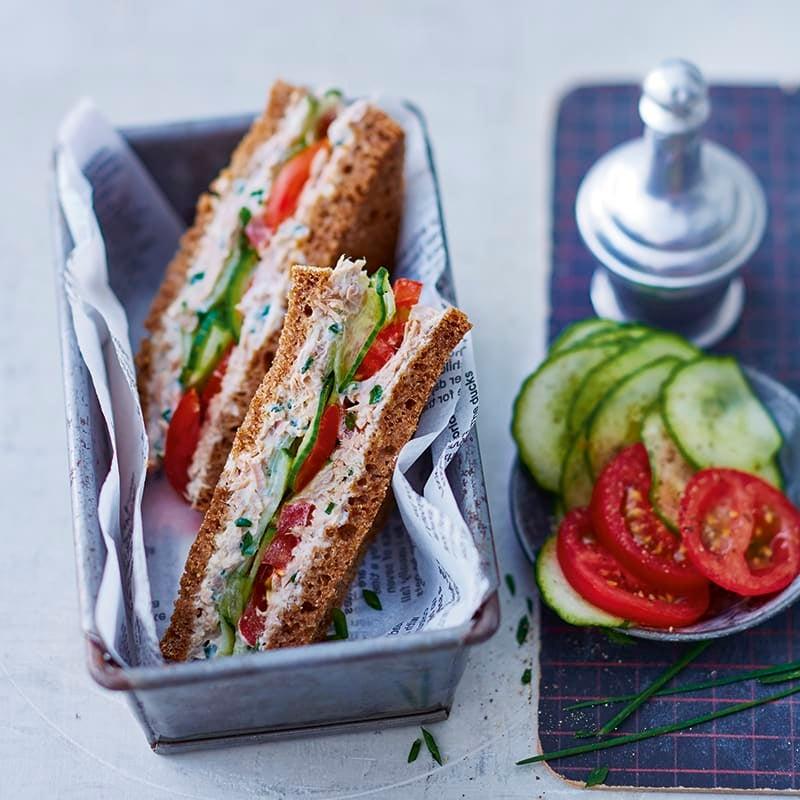 Foto van Sandwich tonijn met komkommer door WW