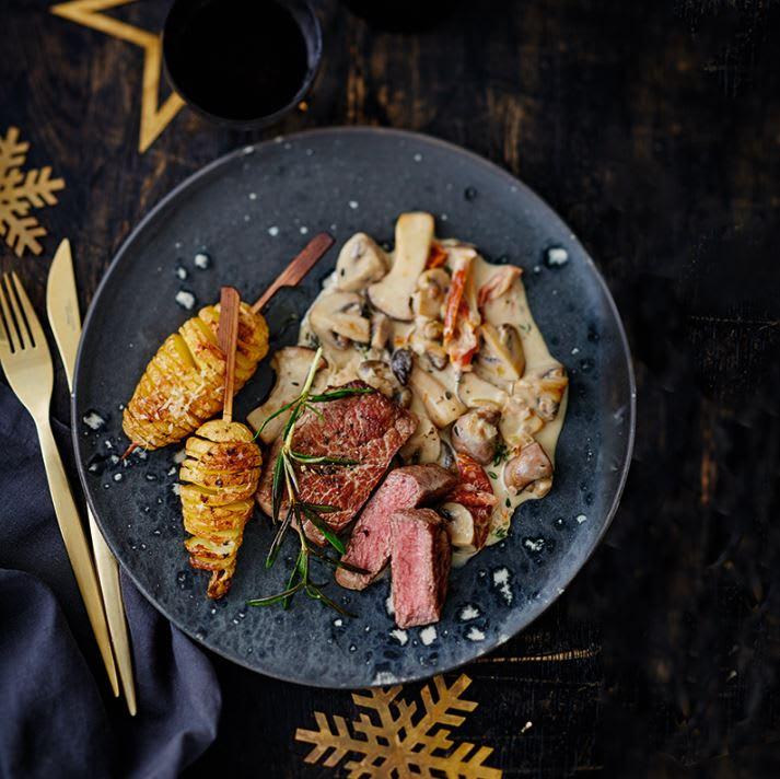Foto van Biefstuk met hasselback-aardappeltjes en paddenstoelenroomsaus door WW
