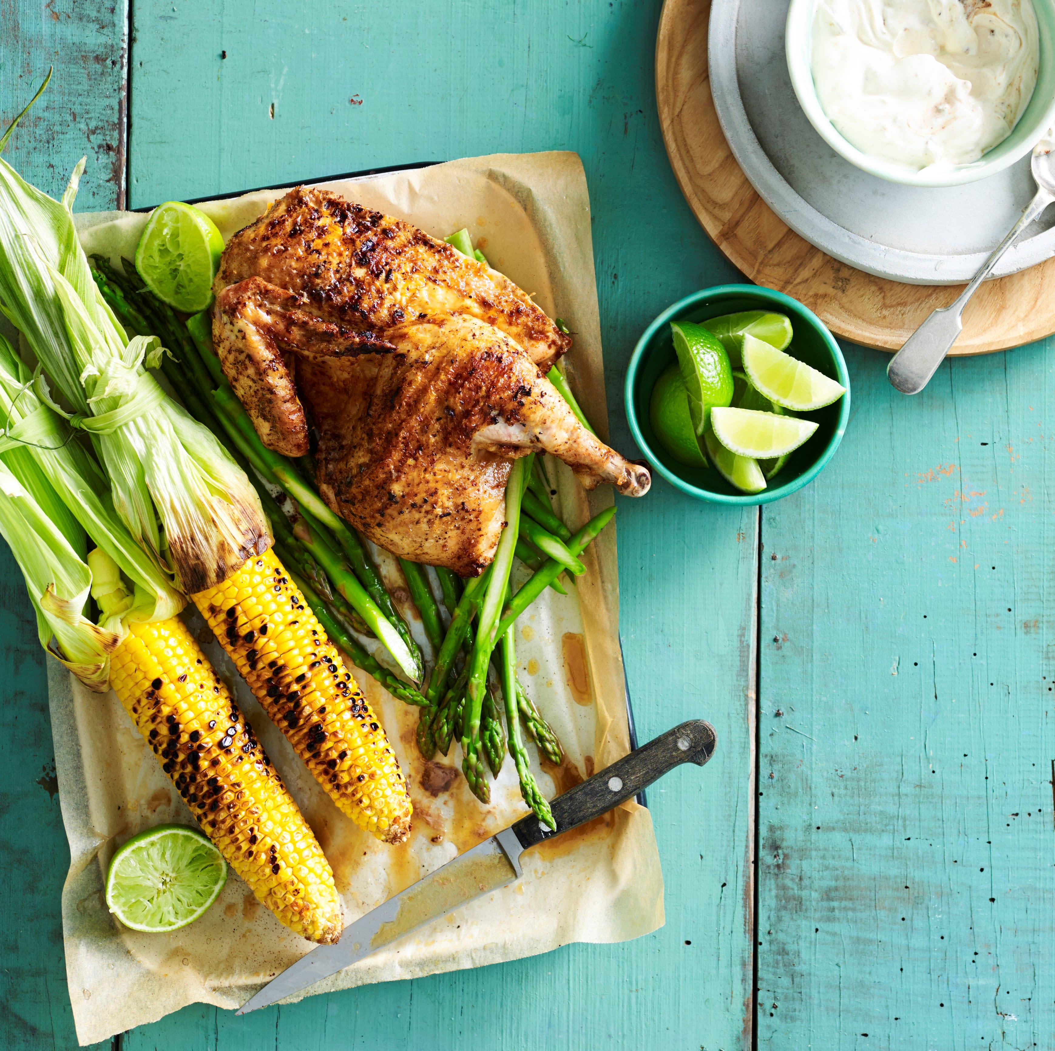 Foto van Gerookte kip van de barbecue met gegrilde maïs & yoghurtdressing door WW