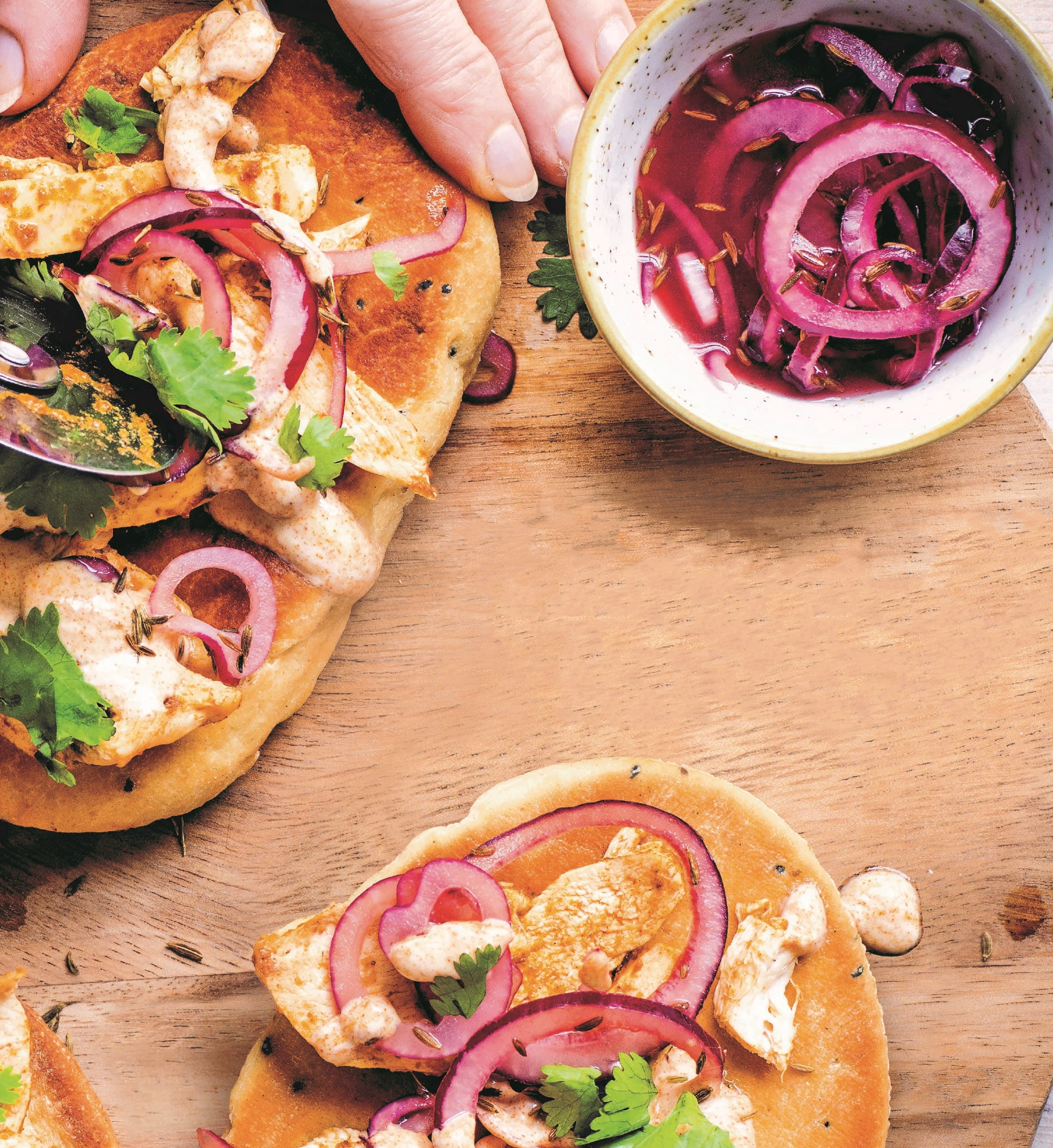 Foto van Pizza's met kip tikka masala & ingelegde ui door WW
