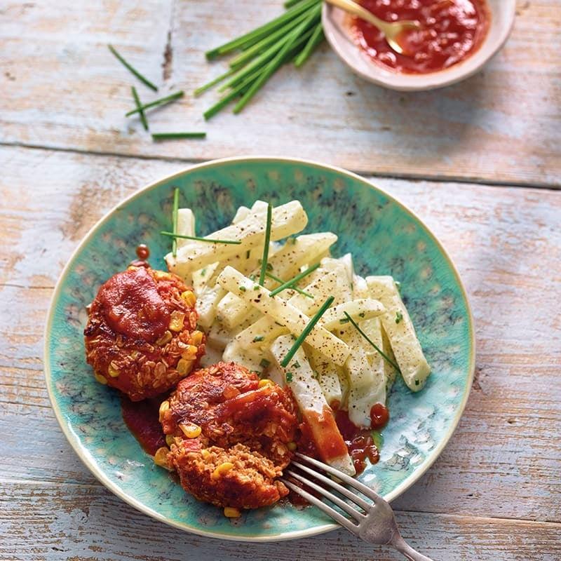 Foto van Vegetarische gehaktballetjes met ketchup en koolrabisalade door WW