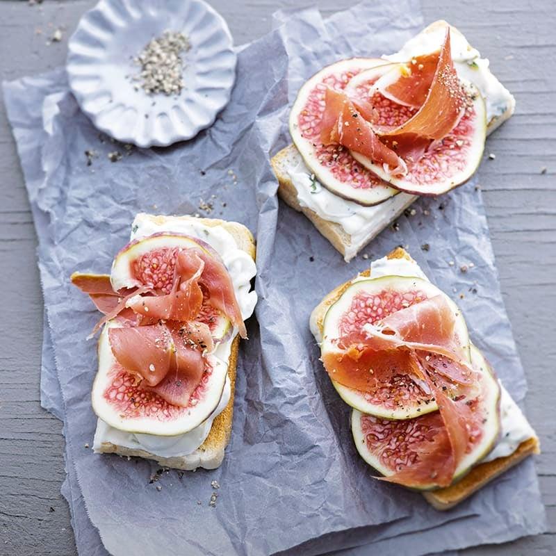 Foto van Sandwiches met gorgonzola, vijgen en serranoham door WW