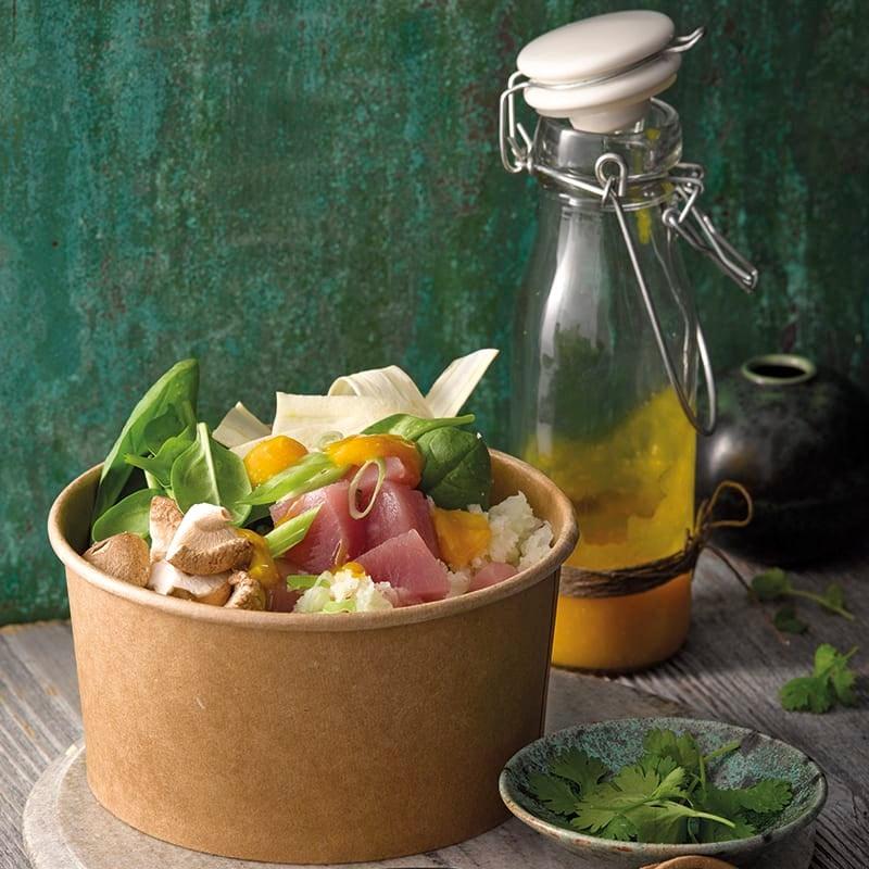 Foto van Poké bowl met tonijn en bloemkoolrijst door WW