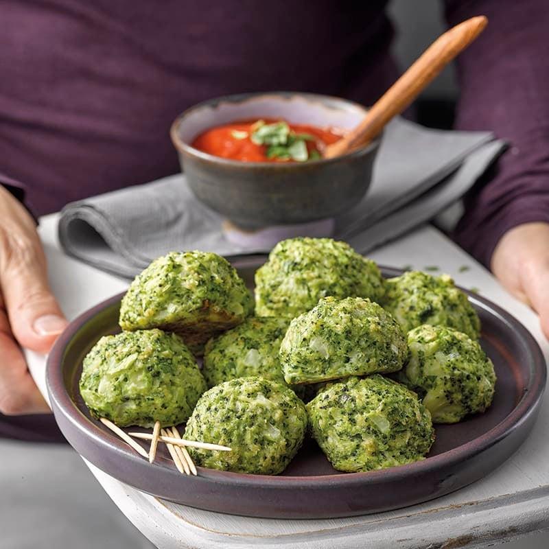 Foto van Broccoli-mozzarellaballetjes met tomatendip door WW