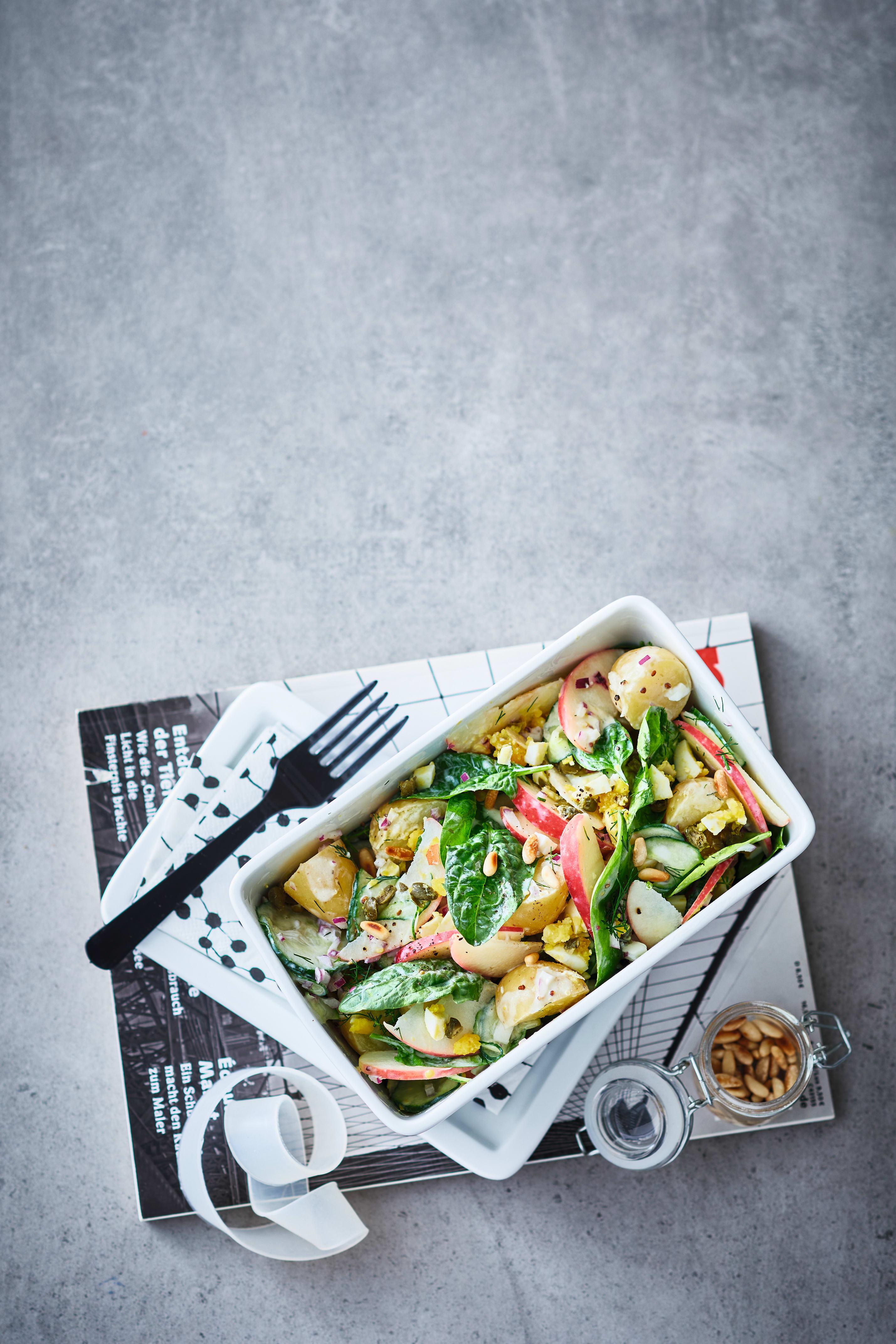 Foto van Aardappelsalade met appel en komkommer door WW