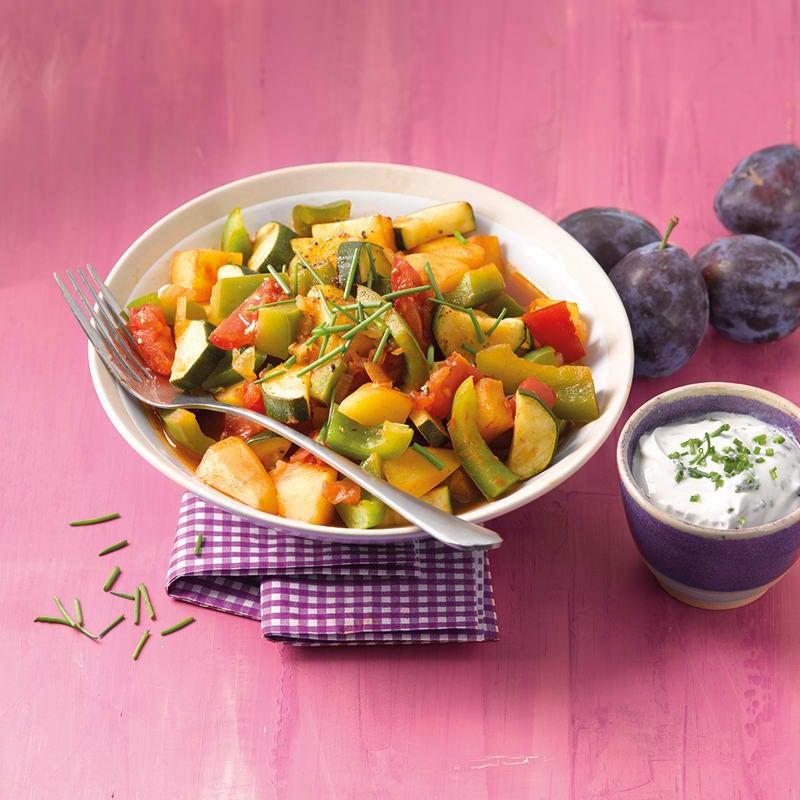 Foto van Aardappelpannetje met groenten en kruidendip door WW
