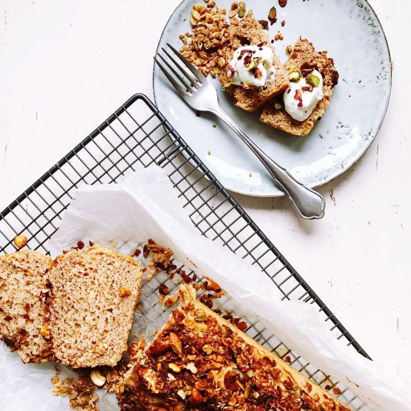 Foto van Bananenbrood met granola topping- WW Loves - Oot Granola door WW