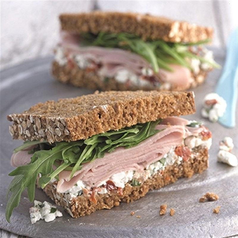 Foto van Sandwich met ham en cottage cheesse door WW