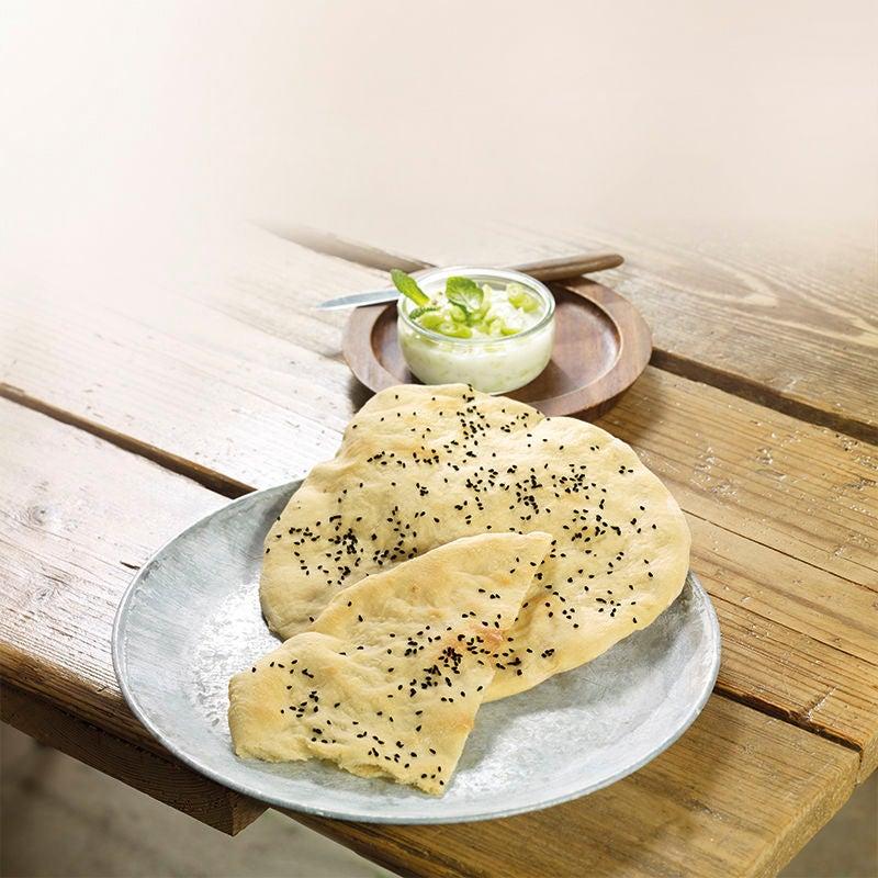 Foto van Naanbrood met komkommerdip door WW