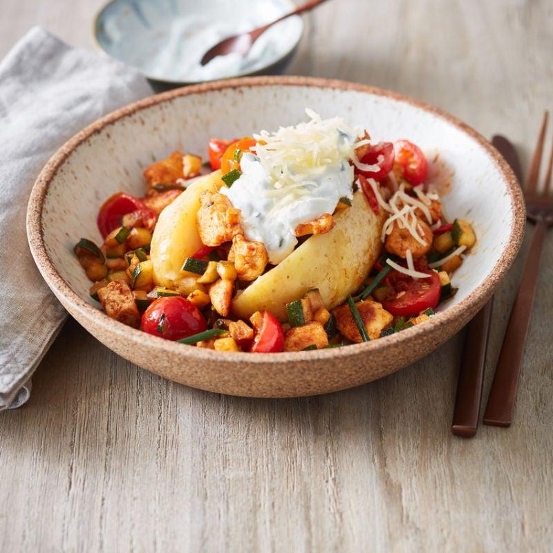 Foto van Gepofte aardappel met kip door WW