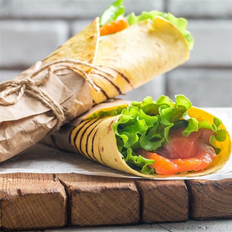 Foto van Wrap met gerookte zalm en komkommer door WW