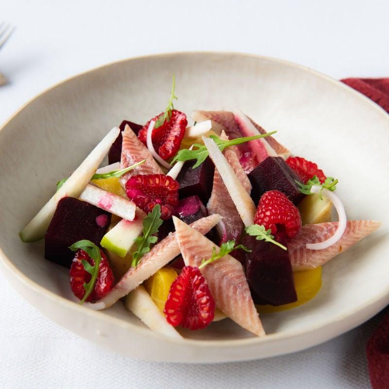 Foto van Salade van bieten met gerookte paling, aardappel en framboos door WW