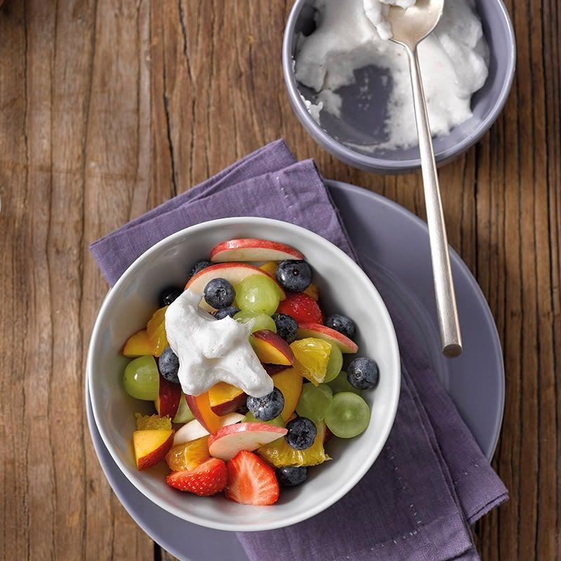 Foto van Fruitsalade met romige melktopping door WW