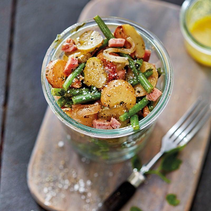 Foto van Gebakken aardappelsalade met sperziebonen en hamblokjes door WW