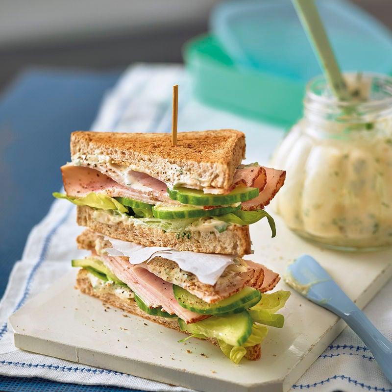 Foto van Sandwich met kip en abrikozencrème door WW