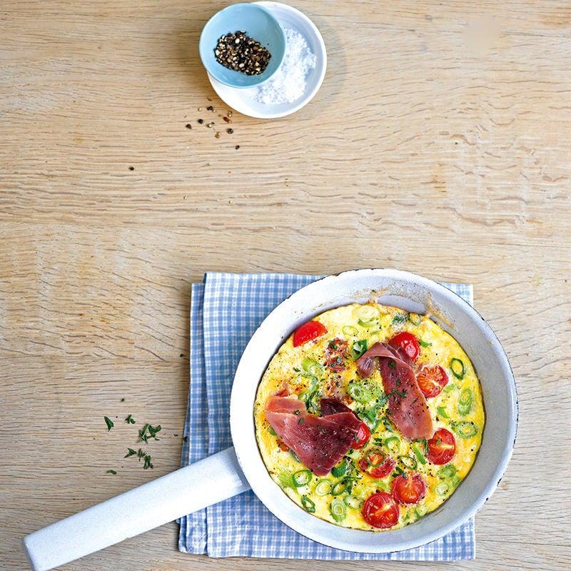 Foto van Hartige omelet met tomaat en ham door WW