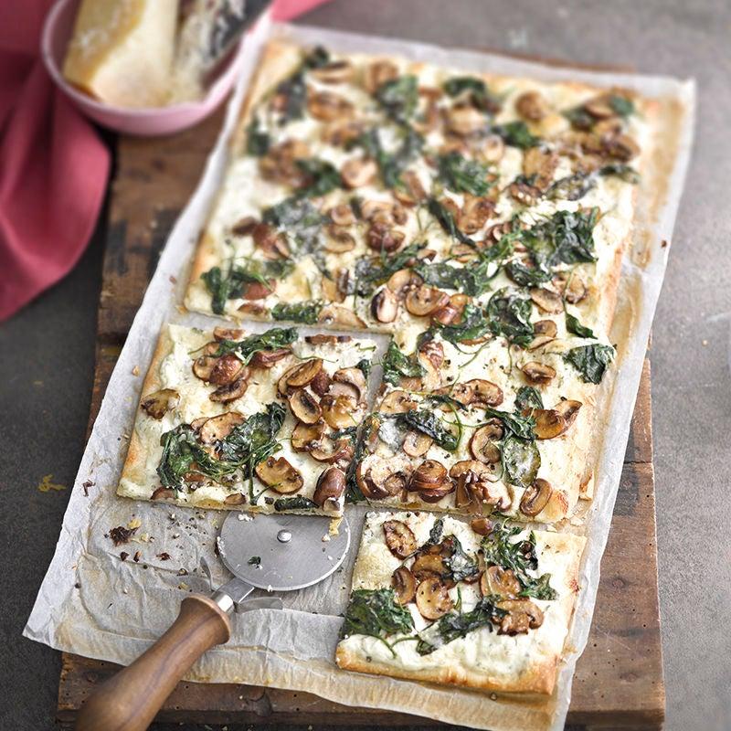 Foto van Flammkuchen met spinazie en champignons door WW