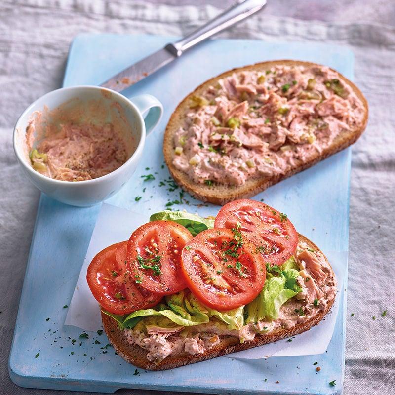Foto van Sandwich met tonijncrème en tomaat door WW