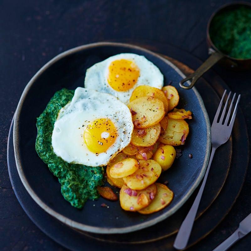 Foto van Gebakken aardappelen met spiegelei en spinazie door WW